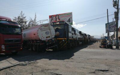 Arequipa: Tren choca con cisterna de combustible