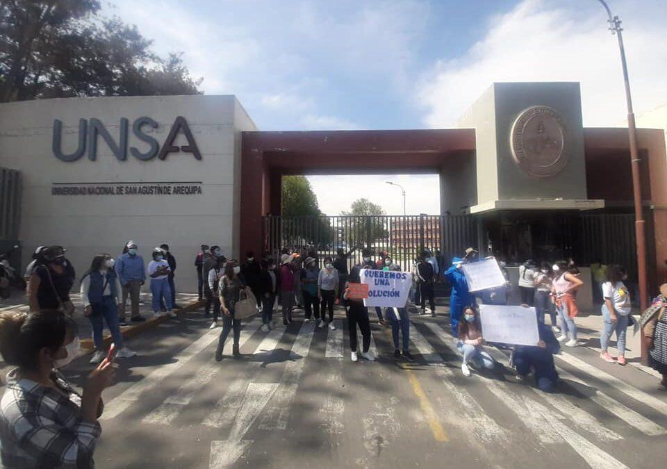 Arequipa: Postulantes a la UNSA protestan por no haber podido rendir examen debido a fallas técnicas